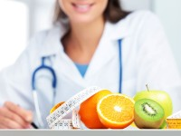 How to pursue a career as a nutritionist