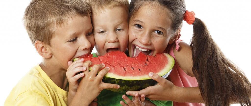 kids-eating-melon